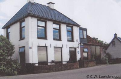Westhoek, het voormalige Strandhuis van het voormalige Waterschap Het Oud Bildt op nr. 1222 is een rijksmonument. Dit was een ander 'strandhuis' dan wat wij daar tegenwoordig onder verstaan. Voor nadere informatie zie het kopje Bezienswaardigheden.