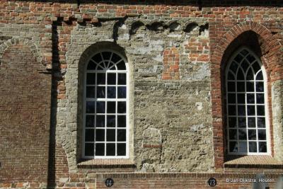 De tand des tijds heeft geknaagd aan de kerk van Wetsens