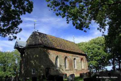 De romaanse Sint-Vituskerk in Wetsens