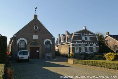 Het voormalige kerkje Eben Haëzer in buurtschap Bargebek dateert uit 1889, is in 1982 buiten gebruik gesteld en is tegenwoordig in gebruik als opslagruimte.