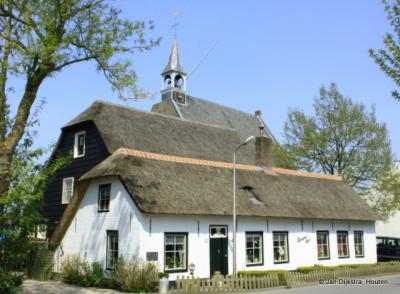 In het centrum van het langgerekte dorp Wijngaarden.