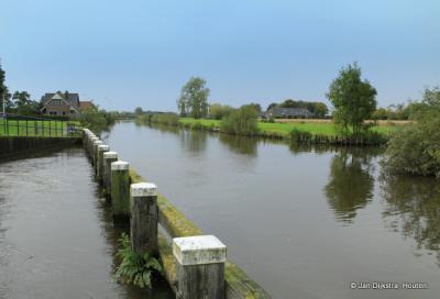 De Hollandse IJssel bij de uitlaat van Gemaal De Pleyt in Willeskop