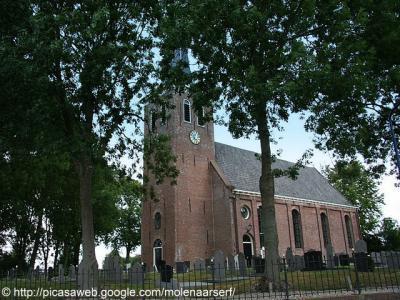 De Mariakerk in Winsum staat op een terp