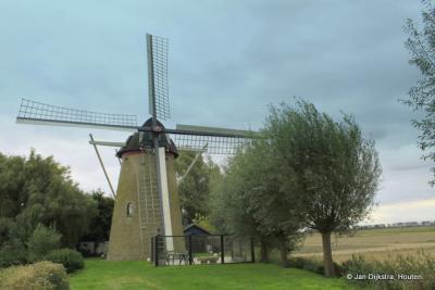 Even buiten het dorp Wissenkerke staat  de Molen Landzigt