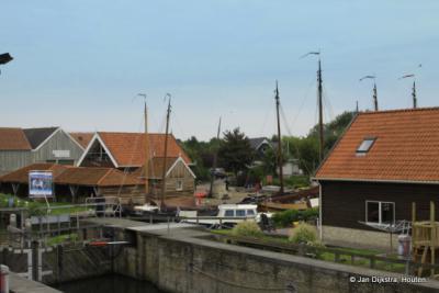 De haven van Workum bij de scheepstimmerplaats.