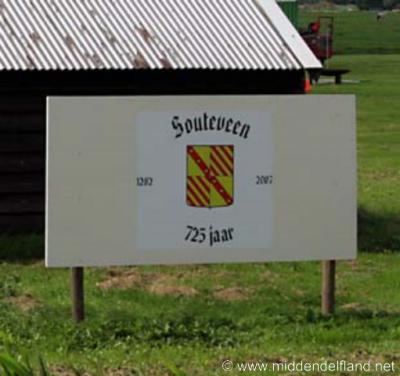 Zouteveen (buurtschap van Schipluiden) wordt in 1282 voor het eerst in schriftelijke bronnen vermeld en heeft daarom in 2007 haar 725-jarig bestaan gevierd.