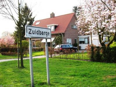 Zuidbarge is formeel een wijk van Emmen, maar in de praktijk vinden de inwoners dat ze nog steeds in het dorp Zuidbarge wonen en niet in een wijk van Emmen.
