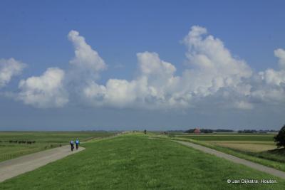 Het weidse landschap, gezien in oostelijke richting op de dijk bij Zwarte Haan