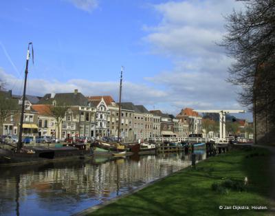 Stadsgracht, met het Pelsbrugje, in Zwolle