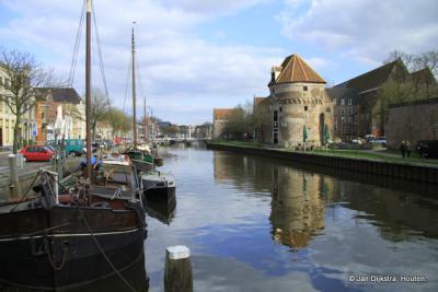 Het meest gefotogrfeerde hoekje in Zwolle, de Wijngaardtoren aan de Stadsgracht.