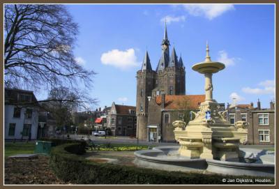 De bekende Sassenpoort in Zwolle.