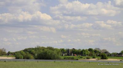 Met de pont in Herwijnen aangekomen en nog even kijken naar de overkant van de Waal, naar Brakel