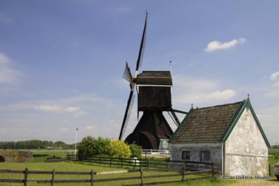De Hooglandse Molen bij Hellouw.