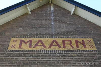 Plaatsnaam nog aan het Oude station.