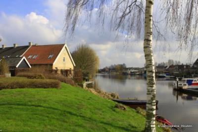 Alblasserdam, aan deze rivier, de Alblas, heeft het dorp zijn naam te danken. En de streek waar dorp en rivier in liggen, de Alblasserwaard, heeft er natuurlijk ook haar naam aan te danken.