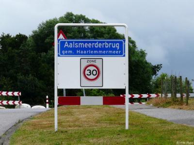 Aalsmeerderbrug is een buurtschap in de provincie Noord-Holland, gemeente Haarlemmermeer.