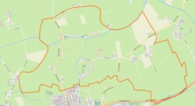 Aalsum is een van de vele Friese zeer kleine dorpen. Dit dorp direct N van Dokkum omvat alleen drie bescheiden lintbebouwinkjes; een rond de terp en daar vandaan verder, een W daarvan en een N ervan. De vorm van de dorpsterp is op de kaart goed te zien.
