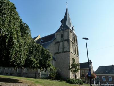 De 1e RK Sint Helenakerk in Aalten is na de Reformatie ingepikt door de protestanten, en heet sinds het gereedkomen van een nieuwe RK Sint Helenakerk in de 19e eeuw de Oude Helenakerk.
