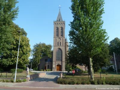 De huidige RK Sint Helenakerk in Aalten dateert uit 1952. Dit is al de 4e RK Sint Helenakerk in het dorp. Hoe dat zit, kun je lezen in het hoofdstuk Bezienswaardigheden.