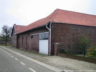 Buurtschap Aan Reijans heeft geen rijksmonumenten, maar er staan wel monumentale boerderijen, zoals deze op Molenweg 101