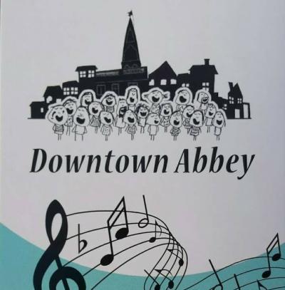 Downtown Abbey is in 2015 begonnen als een klein clubje en is inmiddels uitgegroeid tot een enthousiast koor van ruim 40 leden. Ze repeteren wekelijks in Abbenbroek. Je bent van harte welkom om een keer te komen luisteren of een proefavondje mee te zingen