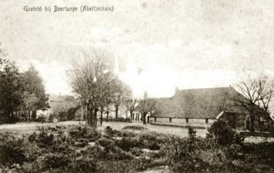 De in de regio bekende boerderij Abeltjeshuis bij Bourtange, aan de grens met Duitsland (hier op een ansichtkaart uit ca. 1910). Zijn bewoners hebben door de jaren heen veel meegemaakt. Op deze pagina kun je daar alles over lezen.
