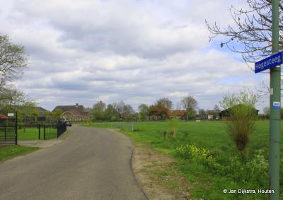 Ja, Achterberg is een ruim dorp en dat kun je hier, aan de Hogesteeg, goed zien