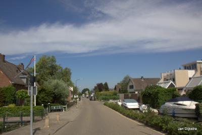 Buurtschap Achterbos heeft bijna geen oude boerderijen, zoals in de andere Vinkeveense buurtschappen Demmerik en Donkereind wél het geval is, maar wel in het landschap passende nieuwbouw en dat is in andere buurtschappen nog wel eens anders...