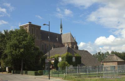 De voormalige RK kerk Sint Victor en Gezellen in Afferden is in 2017 herbestemd tot de eerste boeddhistische Dhammakaya-tempel in Nederland