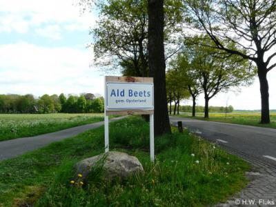 Wat er nog over is van het oude dorp Beets, heeft sinds februari 2014 plaatsnaamborden getiteld Ald Beets gekregen (en niet Oud Beets, omdat het buurdorp dat vanouds Nieuw Beets heette, sinds 1950 Nij Beets heet).