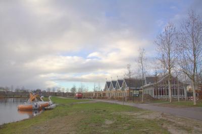 Aan de Vikingrijn in het Máximapark in Alendorp ligt Parkrestaurant Anafora, met direct daarnaast de Bosspeeltuin. (© Jan Dijkstra, Houten)
