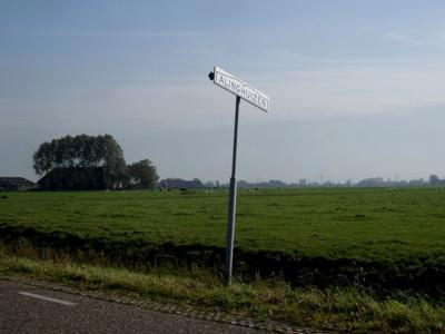 Alinghuizen is een buurtschap in de provincie Groningen, gemeente Het Hogeland. T/m 2018 gemeente Winsum. De buurtschap valt, ook voor de postadressen, onder het dorp Winsum.