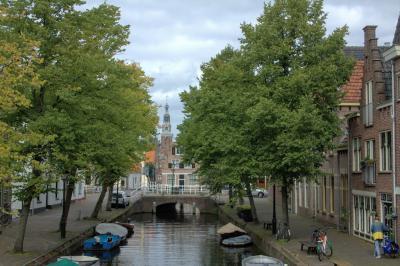 De Baangracht in Alkmaar gezien in de richting van het centrum (© Jan Dijkstra, Houten)