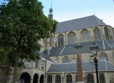 De Grote Kerk of Sint Laurenskerk is het grootste en drukst bezochte monument van Alkmaar. De kerk trekt jaarlijks meer dan 70.000 geïnteresseerden. (© Jan Dijkstra, Houten)