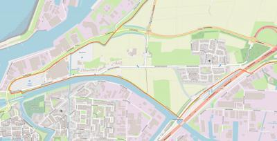Buurtschap Almenum ligt direct N van de stad Harlingen, W van de dorpskern van Midlum, als lintbebouwing aan de noordkant van de Harlingerstraatweg, met nog enkele omliggende panden aan het Skieppedykje en de Haulewei. (© www.openstreetmap.org)