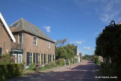 Huis De Korengevel aan de Brugdam in Almkerk