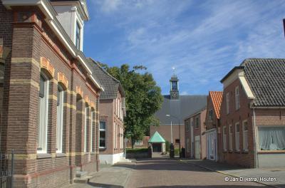Almkerk, in de Kerkstraat, op een zonnige dag in september