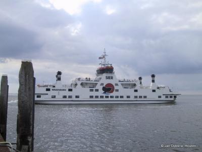 De veerboot Sier, genoemd naar een in zee verdwenen dorp op Ameland