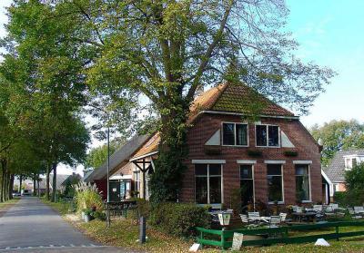 Café De Amer in Amen heeft sinds de start in 1991 als Cultureel Café een grote reputatie opgebouwd op het gebied van blues- en rootsmuziek en literaire evenementen. De meeste concerten zijn snel uitverkocht. (© www.cafedeamer.nl)