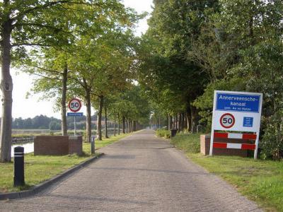 Annerveenschekanaal is een langgerekt lintdorp in de gemeente Aa en Hunze. T/m 1997 gemeente Anloo. (© H.W. Fluks)