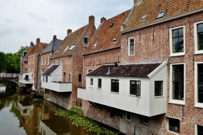 De beroemde 'hangende keukens' van Appingedam (© Jan Oosterboer)