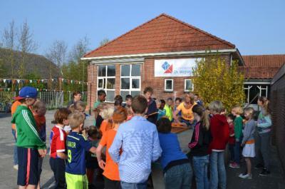 De basisschool van Asch heeft helaas na afloop van schooljaar 2017-2018 de deuren moeten sluiten. De school is gefuseerd met de Ds. Derksenschool in Ravenswaaij, waar de kinderen uit Asch in het vervolg naar school gaan.