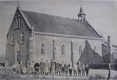 De kapel Onze Lieve Vrouwe van Goede Raad in Asenray, uit 1903, was een grote en fraaie kapel. Wás, want in 1948 is hij verbouwd tot kleuterschool en bouwkundig nogal verminkt. Tegenwoordig is het een woonhuis en ruimte voor galerie en kamerconcerten.