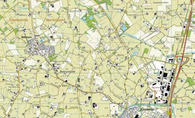 Buurtschap Avest valt deels onder het dorpsgebied van Beltrum, deels onder het stadsgebied van Groenlo (de geel/zwart geblokte lijn is de huidige grens), en grenst in het N aan buurtschap Hupsel en in het Z aan buurtschap Voor-Beltrum. (© Kadaster)