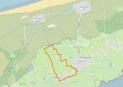 Buurtschap Baaiduinen (= het gebied binnen de oranje lijn) omvat alleen een bescheiden lintbebouwing aan de hoofdweg door Terschelling, plus een poldergebied N daarvan, met daarin slechts 2 huizen. (© www.openstreetmap.org)