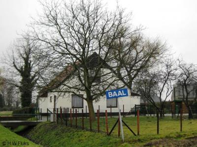 De Haalderense buurtschap Baal had t/m 2017 zelfvervaardigde, blauwe plaatsnaambordjes. Omdat die te veel op komborden leken, en de buurtschap buiten de bebouwde kom ligt, moesten ze van de gemeente worden verwijderd. Dat is dan ook gebeurd.