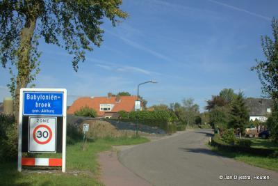 Babyloniënbroek is een dorp in de provincie Noord-Brabant, in de regio West-Brabant, en daarbinnen in de streek Land van Heusden en Altena, gemeente Altena.