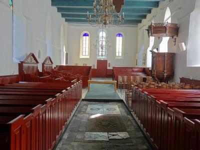 Interieur van de Hervormde (PKN) Laurentiuskerk in Baflo, een van de oudste kerken in de provincie Groningen. (© Harry Perton / https://groninganus.wordpress.com/2019/09/14/van-baflo-naar-leens-op-open-monumentendag)