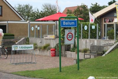 Ballum is een dorp in de provincie Fryslân, in de regio Waddengebied, op het eiland en in de gemeente Ameland. Als je er aankomt, kun je gelijk een hapje en/of drankje doen in 't Krûûspunt.