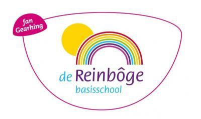 De Christelijke lagere school en de Openbare lagere school in Bantega zijn zo slim om in 1985 te fuseren tot Basisschool De Reinbôge. Beter één sterke school in een kleine kern dan twee 'halve'. Dat zouden meer kleine kernen moeten doen...